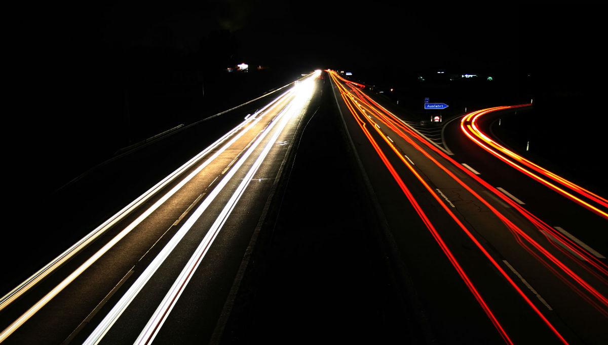 Autobahn-bei-Nacht